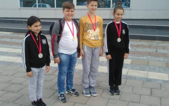 Mladi karatisti iz Rekovca na turniru u Kruševcu osvojili četiri medalje
